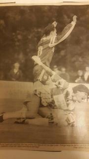 Tom-Rune Fagernes med henda i været etter å ha satt ballen i mål bak keeperen til Bærum i 1993.